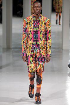 Issey Miyake presented its Fall/Winter 2014 collection during Paris Fashion Week. Mens Fashion Week, Fashion Show, Fashion Design, Men's Fashion, Ethnic Fashion, Fashion Addict, Paris Fashion, Vogue Paris, Issey Miyake Men