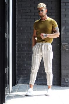 Mens sunglasses and stripy trousers EyeWearThese com is part of Mens fashion classy - Mens Fashion Wear, Best Mens Fashion, Fashion Menswear, Fashion Outfits, Rave Outfits, Men Summer Fashion, Fashion Fashion, Casual Menswear, Fashion Tips