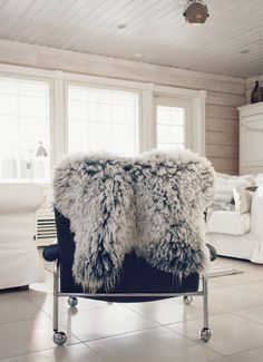karin dux chair, sheepskin, nordic inspiration, scandinavian interior, log home, white logs, hirsitalo sisustus