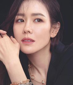 Korean Actresses, Korean Actors, Korean Beauty, Asian Beauty, Han Hye Jin, Singer Fashion, Song Hye Kyo, Asian Celebrities, Hyun Bin
