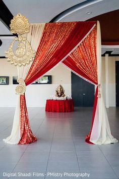 52 new Ideas wedding backdrop decorations draping Desi Wedding Decor, Wedding Stage Decorations, Wedding Mandap, Backdrop Decorations, Home Wedding, Trendy Wedding, Wedding Receptions, Indian Wedding Favors, Backdrop Ideas