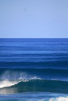 Stacked lineup at Rocky Point Oahu Hawaii. By Scotty Denholm