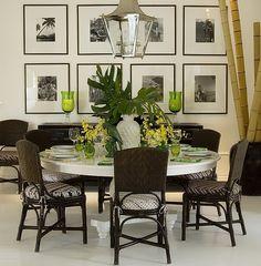 sala-de-almoco34 – Mesa de jantar em laca branca extra brilho + cadeiras de fibra. Gosto da composição de quadros sobre o aparador. Projeta Beto Galvez e Nórea De Vitto, via Arkpad.
