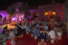 dîner pouf tapis pendant la veille du mariage à Marrakech