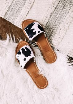 Not Playing Games Cow Print Sandals Cute Cowgirl Outfits, Western Outfits, Southern Outfits, Country Outfits, Air Force One Shoes, Western Shoes, Sneaker Heels, Cow Print, Dream Shoes