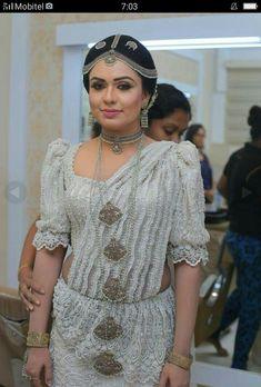 Sri lankan beautiful kandyn bride dress by salon ruchira Sari Wedding Dresses, Bridal Sari, Wedding Sari, Bridal Dresses, Sari Dress, Saree Blouse, Srilankan Wedding, Bridle Dress, Bridesmaid Saree