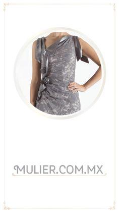 Vestido largo de encaje color gris. De $1,729 a $1,499