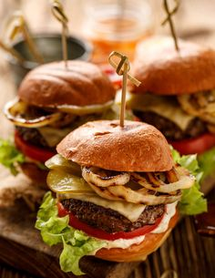 Burger Recipes, Grilling Recipes, Beef Recipes, Bbq Hamburgers, Beef Burgers, Bagels, Bacon Ranch Fries Recipe, Yummy Eats, Yummy Food