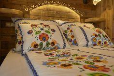Šikovný nákup nábytku a dekorácií. Viac ako 200 obchodov na jednom mieste. Comforters, Bed Pillows, Pillow Cases, Blanket, Home, Creature Comforts, Pillows, Quilts, Ad Home