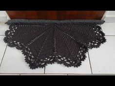 Selma oliveira shared a video Love Crochet, Knit Crochet, Crochet Mandala, Crochet Videos, Floor Mats, Lace Shorts, Needlework, Embroidery, Knitting