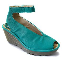 """Ahhh- I love these! Perfect for Spring. its on my """"drool"""" list:) Crazy Shoes, Me Too Shoes, Gypsy Style, My Style, Fly London Shoes, Vintage Shoes, Vintage Style, Summer Shoes, Your Shoes"""