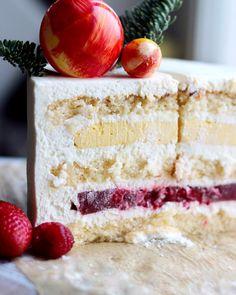 Я сейчас доделала тортики на завтра. Выдохнула 😅. Заварила чаек (догадайтесь какой 🙈) и села читать, как давно Вы на меня подписаны. ( это… Inside Cake, Vanilla Cake, Deserts, Postres, Dessert, Plated Desserts, Desserts