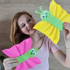 This handprint butterfly is a fun and easy DIY for kids to do as a simple Mother's Day craft for Mom or Grandma. Perfect for toddlers, preschool or kindergarten children. Preschool Painting, Preschool Crafts, Kids Crafts, Painting For Kids, Handprint Butterfly, Butterfly Crafts, Flower Crafts, Animal Crafts For Kids, Mothers Day Crafts For Kids
