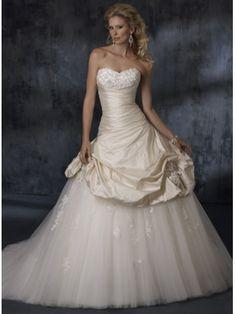 Robe de mariée star A-ligne en Satin et en orgeti ornée de plis