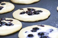 Smoothie pancakes, o altfel de rețetă pentru clătite americane pline de savoare și sănătoase.