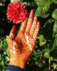 This is how my stain looks ❤ ma sha Allah. Paste was on the skin for Captured under sunlight! Great works are performed not by strength but by perseverance. Arabic Henna Designs, Best Mehndi Designs, Dulhan Mehndi Designs, Mehndi Designs For Hands, Henna Mehndi, Mehendi, Tattoo Designs, Mehndi Desighn, Mehndi Images