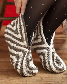 Solids & Stripes by Cathy Carron - slippers knit in Spud & Chloe Outer yarn Knitted Booties, Knitted Slippers, Slipper Socks, Crochet Socks, Knitting Socks, Knit Crochet, Stitch Patterns, Knitting Patterns, Knit Picks