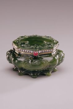 Box or Bonbon Dish (Bonbonnière) Fabergé (firm); Perkhin, Mikhail (workmaster) Saint Petersburg 1886-1896 - Gold, nephrite (jade), diamonds, ruby (?) H : 1 9/16 in.