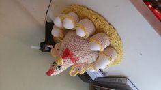 Galinha porta ovos croche em barbante pode ser feita em outras cores tbm <br>Para 12 ovos