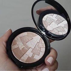 Olhar para um item de maquiagem que parece uma obra de arte. | 21 prazeres na vida de quem é apaixonado por maquiagem
