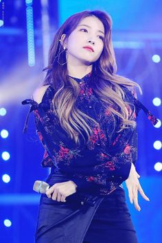 Sowon is so freaking gorgeous😍 Kpop Girl Groups, Korean Girl Groups, Kpop Girls, Korean Girl Band, Gfriend Sowon, Cloud Dancer, My Wife Is, G Friend, Girl Bands