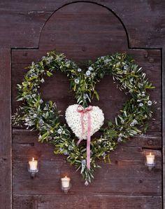 (via the christmas wreath - Sharon Santoni)