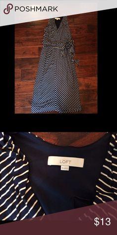 👩🏻•LOFT navy&white midi dress•xs•EUC Nice EUC midi dress. Has wrap tie at waist. Lined. LOFT Dresses Midi