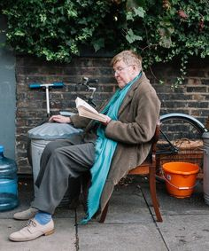 """Tony-winning playwright Alan Bennett's very personal new film """"The Lady In The Van,"""" starring Maggie Smith, is based on a real-life experience spanning 15 years. British Royal Family Tree, Royal Family Trees, British Humor, Maggie Smith, Film Base, Playwright, Classic Films, Good Movies, Movies And Tv Shows"""