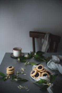 Biscotti alle mandorle e marmellata