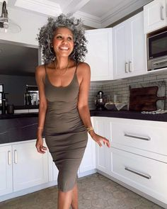 "Tennille Murphy on Instagram: ""Today's agenda: Baking Therapy🥮🧁🍰 because I finally got my hands on yeast🙌🏽 After a lifetime of cooking I still find being in the kitchen a…"" Grey Hair Don't Care, Hair Care, Gray Hair, White Hair, Hair Color Purple, Brown Hair Colors, Sandy Brown Hair, Egyptian Hairstyles, Mature Fashion"