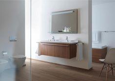 Badezimmer der Serie Duravit Starck3 in braunen Holztönen