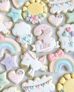 Galletas Decoradas Royal Icing, Galletas Cookies, Cute Cookies, Rainbow Sugar Cookies, Iced Sugar Cookies, Baby Girl Cookies, Baby Shower Cookies, Happy Birthday Cookie, Birthday Cookies
