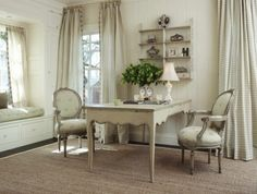 Here we present you some gorgeous interior decor ideas in shabby chic style. The main characteristic of shabby chic interior design is aged and distressed Workspaces Design, Country Kitchen Interiors, Country Office, Cottage Office, Casas Shabby Chic, Feminine Home Offices, Feminine Office, Country Interior Design, French Country Decorating