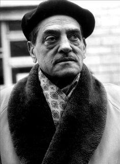 Luis Buñuel Portolés, semplicemente noto come Luis Buñuel (IPA: [ˈlwis βuˈɲwel]) (Calanda, 22 febbraio 1900 – Città del Messico, 29 luglio 1983), è stato un regista, sceneggiatore, attore, poeta, produttore cinematografico, montatore e compositore spagnolo naturalizzato messicano.