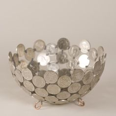 Have you seen amazing DIY projects you can make with coins? here we will give you various inspirations about handicrafts… Continue Reading → Coin Crafts, Vase Crafts, Craft Projects, Projects To Try, Craft Ideas, Diy Ideas, Diy Organisation, Coin Art, Old Coins