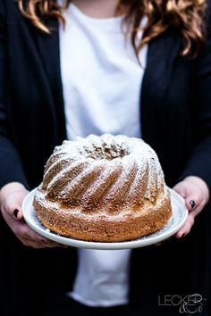Dieser Baileys Gugelhupf ist wohl der fluffigste, lockerste und saftigste Kuchen überhaupt. Er schmeckt intensiv und ist in 15 Minuten angerührt.
