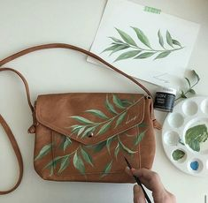Painted Bags, Painted Clothes, Painted Shoes, Painting Leather, Fabric Painting, Fabric Art, Diy Fashion, Ideias Fashion, Art Bag
