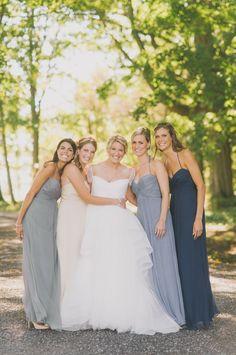 Vestidos de dama de honor mismo modelo en diferentes colores | Reglas básicas para el look de las damas con vestidos diferentes