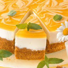 Statt Apfelsaft können Sie für den Tortenguss auch andere Säfte verwenden. Sehr lecker sind zum Beispiel Maracuja- oder Cranberry-Saft.