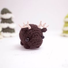 This is a little amigurumi moose. Moose is nice to put on your desk, and also makes a good gift for a friend. You can choose to have yours made into a
