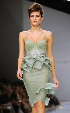 If you dont look great in mint green, rule outTrue Summer.     Isabeli Fontana A handful of the seasons have some sort of mint. True Summers is not a pure, saturated mint thats closeto aqua. Instead its a delicate and slightlyhazy mint. Its lovely with a delicate fuchsia lip.
