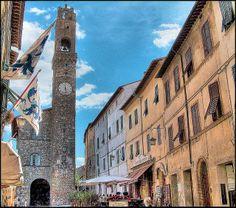 19. Montalcino Holiday List, Toscana, Siena, Family Travel, Places To Travel, Explore, Cities, Tuscany Italy, Tweety