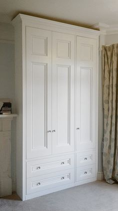 Obviously we won't have enough space for three doors but like the two drawers at the bottom - Furniture Design Three Door Wardrobe, Bedroom Built In Wardrobe, Bedroom Built Ins, Bedroom Closet Design, Master Bedroom Design, Closet Designs, Bedroom Storage, Bedroom Decor, Large Living Room Furniture