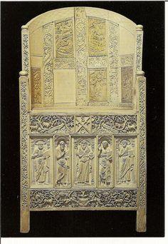 Cátedra de maximiniano, Rávena, S.VI. Museo Arzobispal de Rávena. Los paneles de marfil que recubren la silla de madera son de tradición helenística. Representan escenas de la vida de Cristo, José y San Juan Bautista -23