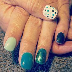 Nails green white dots spots