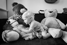 Little sister, klein zusje, Marshall, newborn photography, toddler and baby, idea, bears, stuffed bear