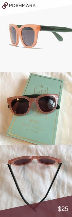 Madewell Headliner pink/green sunglasses Madewell Headliner pink/green sunglasses. Good condition. Slightly bend on right side but not noticeable on. Madewell Accessories Sunglasses
