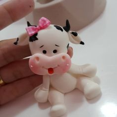 "582 Gostos, 13 Comentários - Faby Rodrigues Loja (@fabyrodrigues1) no Instagram: ""Fofuras do Curral da Faby"" Cute Polymer Clay, Polymer Clay Animals, Polymer Clay Projects, Polymer Clay Creations, Fondant Figures, Fondant Cake Toppers, Fondant Cakes, Cupcake Toppers, Animal Cupcakes"