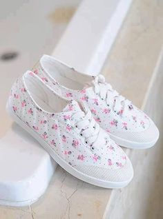 31 Canvas Shoes To Update You Wardrobe - New Shoes Styles & Design Pretty Shoes, Beautiful Shoes, Cute Shoes, Me Too Shoes, Sneakers Mode, Sneakers Fashion, Fashion Shoes, Shoes Sneakers, Adidas Fashion