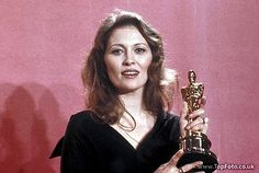 Faye Dunaway 1976 Oscar   Faye_oscar